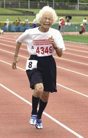 日本90岁老太百米23秒8 一般女中学生将近20秒