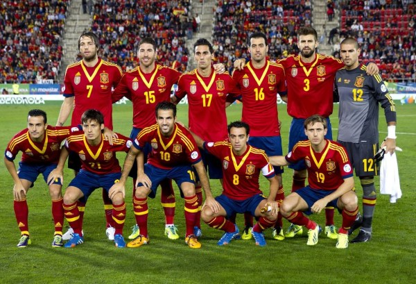 西班牙队世界杯球衣遭曝 球迷:堪称史上最丑(图