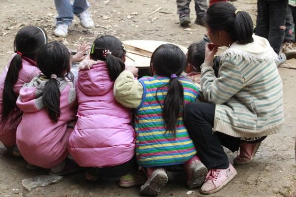 中国山区贫困儿童图片