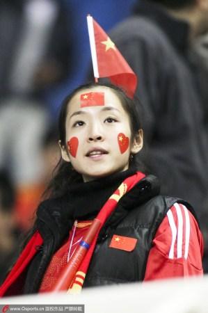 四万球迷高喊中国梦足球梦 为国足战平落泪