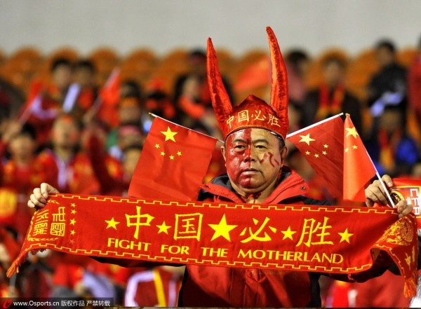 四万球迷高喊 中国梦足球梦 为国足战平落泪