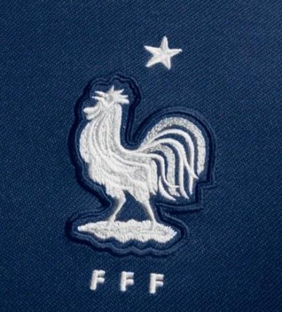 法国国家队发布世界杯战袍 主场深蓝客场暗条