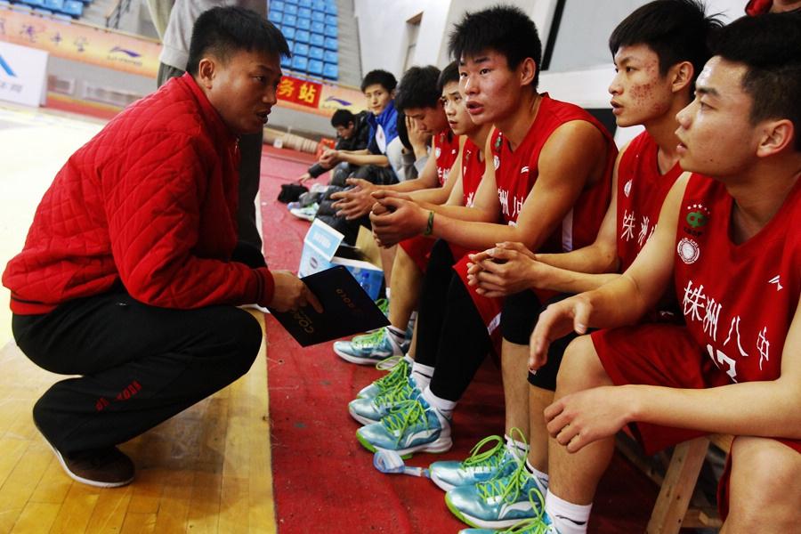联赛:高中高清南区八中株洲夺冠语文试讲奖杯高举分钟队员10高中图片