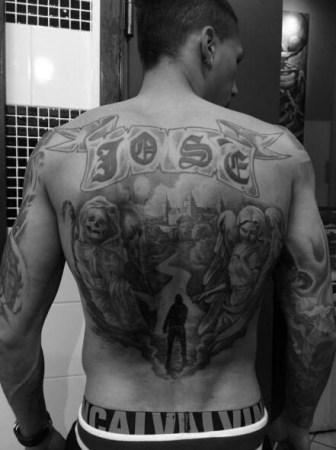 个霸气的纹身男