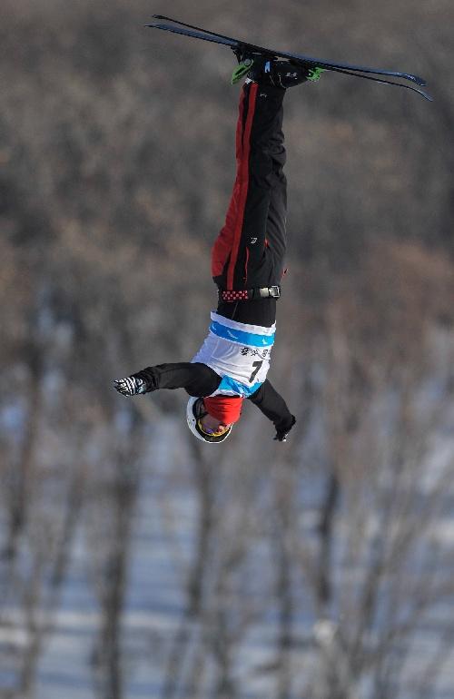 图文 自由式滑雪世界杯分站赛 贾宗洋专注比赛