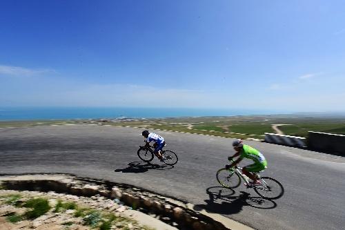 图文:环青海湖全国大学生公路自行车赛