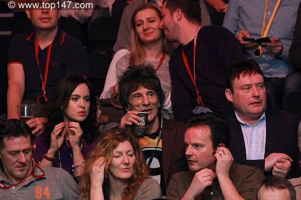 奥沙利文开心女友现场助阵 滚石乐队吉他手到场图片