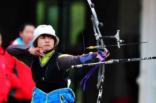 全国:学院射箭冠军赛李佳蔓在比赛中霞幕尼登山图文图片