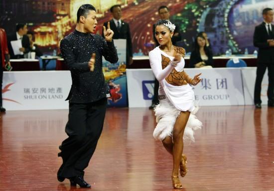 高清 体育舞蹈美女表情夸张 狂野造型魅力独特图片
