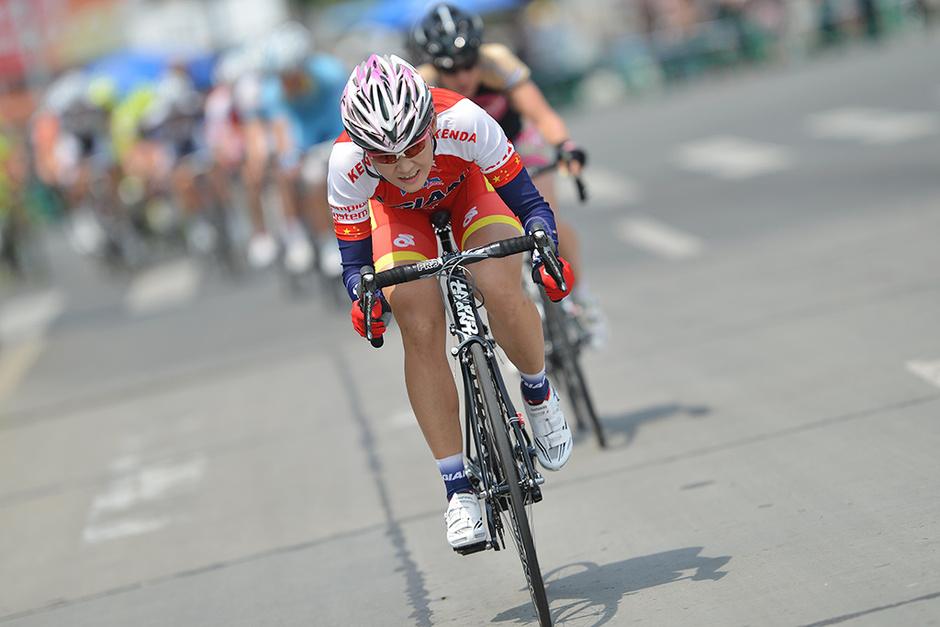 高清:环崇明岛女子公路自行车赛 荷兰名将夺冠