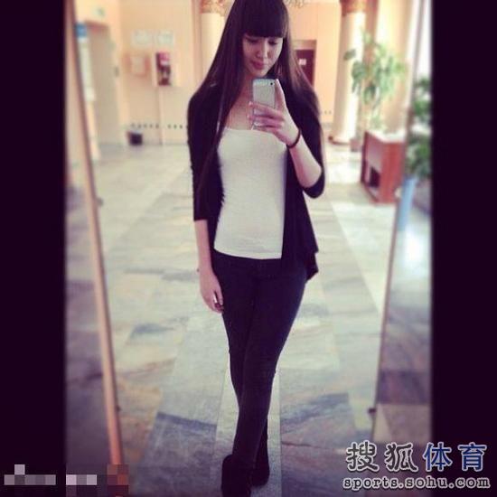 高清 哈萨克长腿排球美女走红 获封10头身美女
