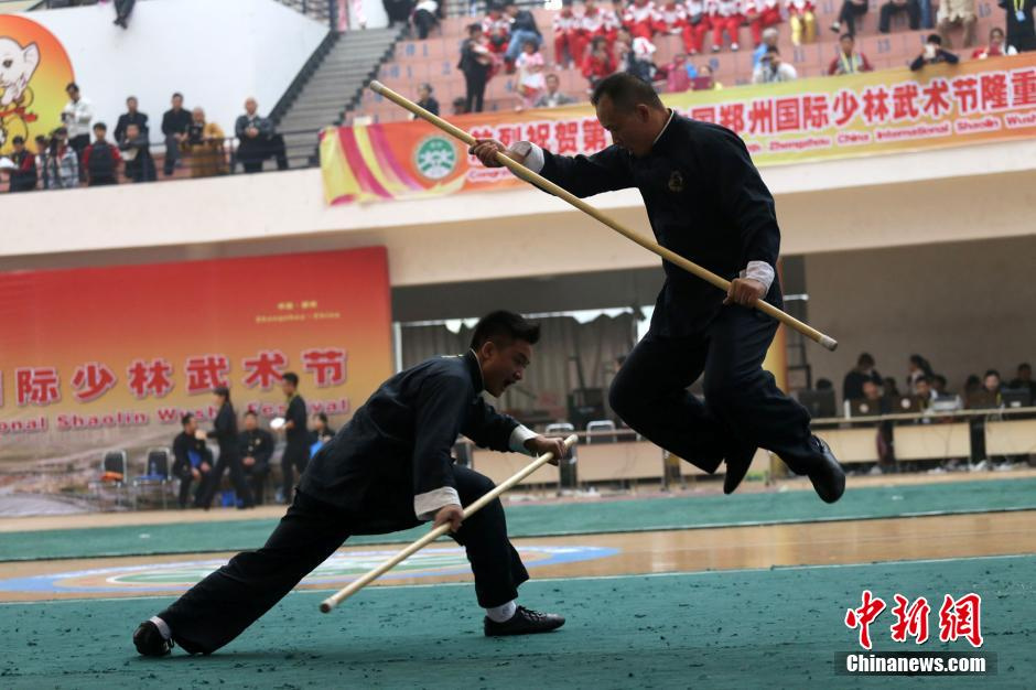 高清:郑州武术节对打精彩绝伦 小美女PK萌萌哒