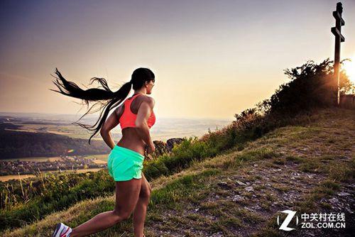 运动时佩带一个合适的运动型内衣非常关键.目前市面上贩卖的