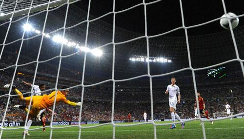 阿隆索百场梅开二度 西班牙2-0法国进4强